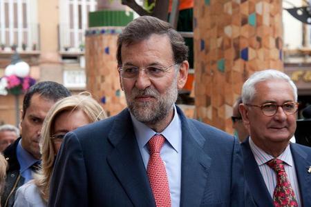 Tranquilos, Rajoy dará explicaciones desde Polonia viendo el fútbol una vez nos hayan rescatado