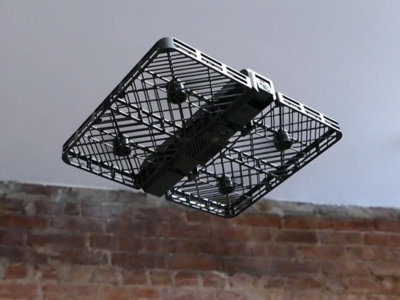 Parece drone, pero es una cámara voladora con grabación en 4K y seguimiento facial