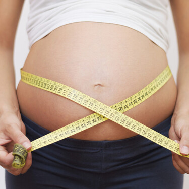 Un aumento de peso excesivo durante el embarazo podría estar asociado a un mayor riesgo de asma y alergia infantil