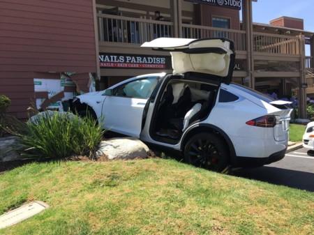 ¿Qué pasa si intentas echarle la culpa de tu accidente al Autopilot de Tesla? Nada, no se puede