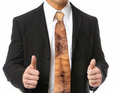 Una corbata para hombres de pelo en pecho