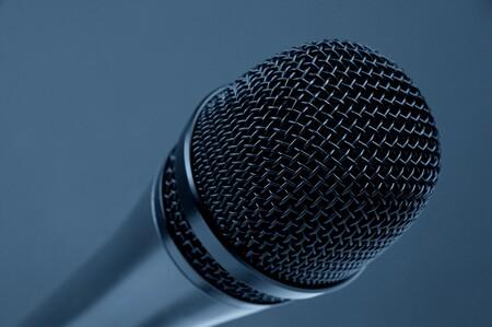 EUA inventó un arma no letal nunca antes vista: un repetidor de voz para que quien hable se escuche a sí mismo y quede confundido