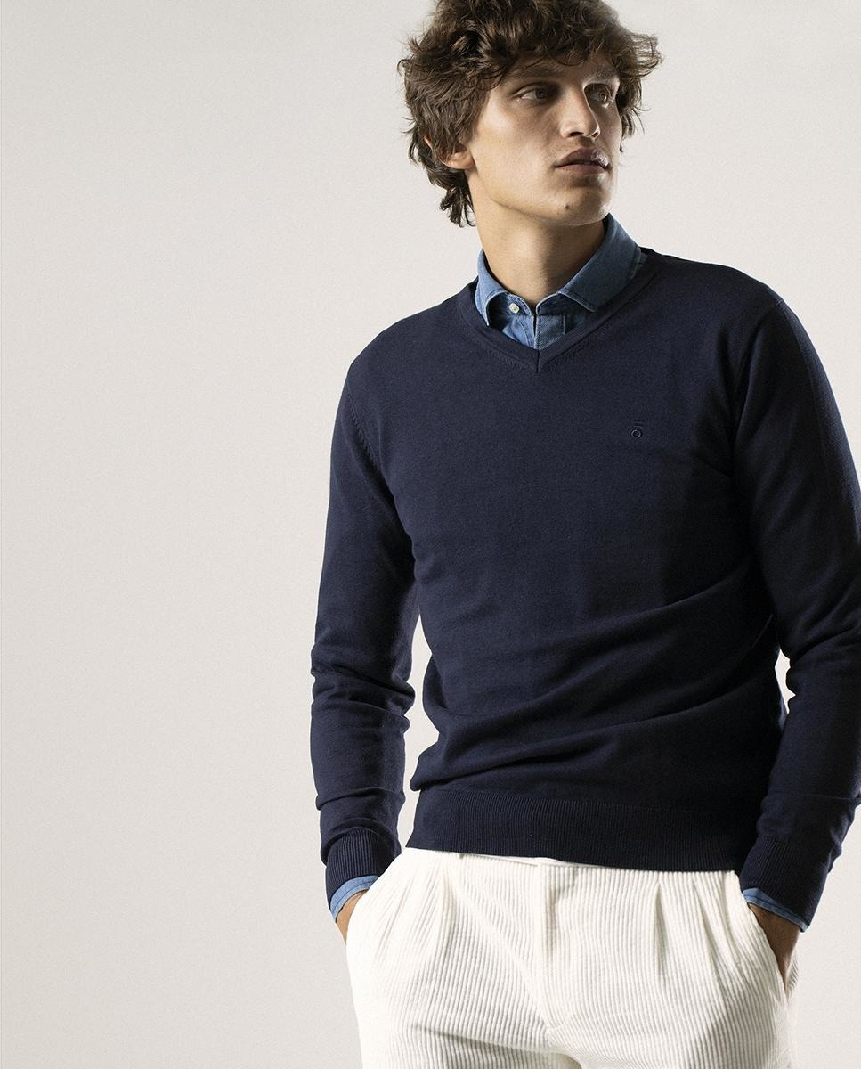 Jersey de hombre en azul marino con cuello de pico
