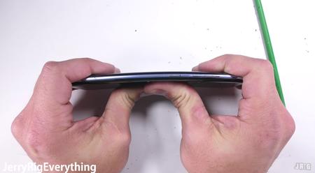 El Galaxy S8 aprueba fácilmente el test de durabilidad de JerryRighEverything