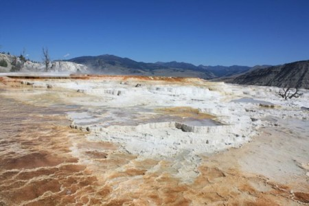 1024px Mammoth Hot Springs Terracing August 2011