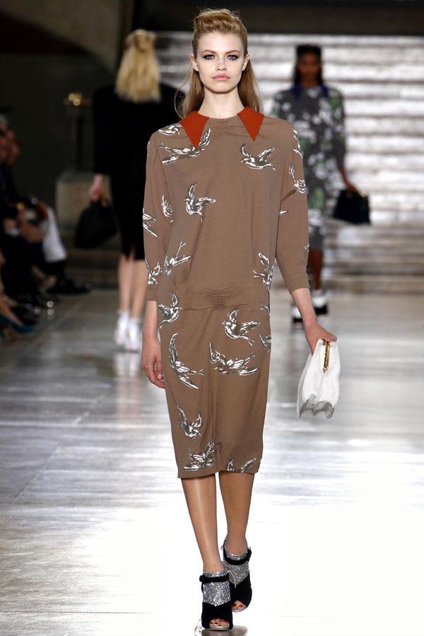 Foto de Miu Miu Otoño-Invierno 2011/2012 en la Semana de la Moda de París: Miuccia Prada al rescate (14/20)