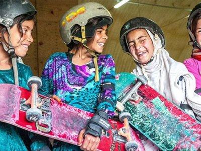 Skateistan: la ONG que ayuda a las niñas afganas mediante el skateboard