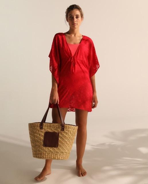 Vestido rojo de lunares al tono