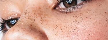 Hasta Rihanna cae en la tendencia en sombras de ojos glitter más fácil de copiar: por fin todas podremos llevar purpurina