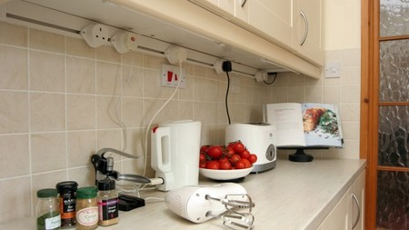 Mainline, canaleta con enchufes móviles, en la cocina