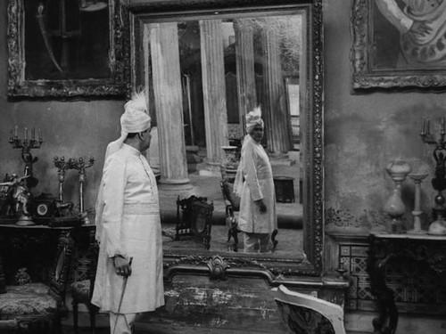 Añorando estrenos: 'El salón de música' de Satyajit Ray