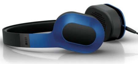 KEF presenta dos nuevos modelos de auriculares portátiles