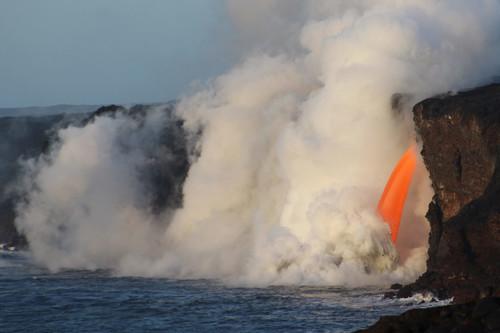 """Más cerca, más peligrosos: los """"tours de lava"""" en Hawái"""