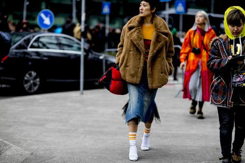 20 looks para combinar tu falda vaquera y sacarle el máximo partido siempre