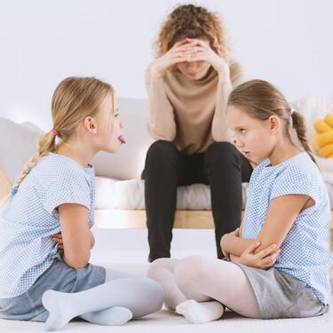 """""""¡Mis hijos no dejan de pelearse en vacaciones!"""": cómo gestionar las peleas entre hermanos y mejorar la convivencia familiar"""