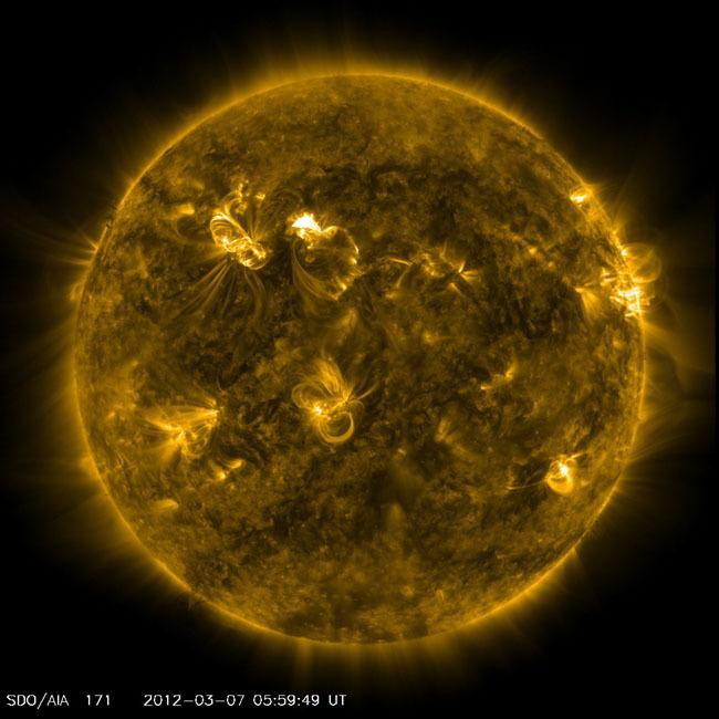 Foto de fotografías del Sol debidas a una erupción solar de clase X (4/7)
