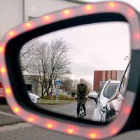 Ford quiere facilitar la 'maniobra holandesa' que recomienda la DGT para proteger a los ciclistas con estos LED