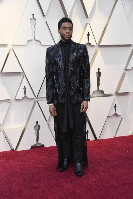 Chadwick Boseman Le Es Fiel A Givenchy Con Su Look Haute Couture En Los Premios Oscar 2019 02