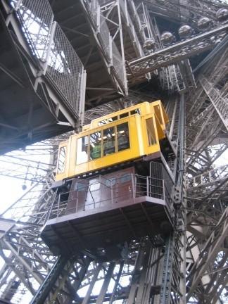 Subir a la torre eiffel for Cuantos escalones tiene un piso
