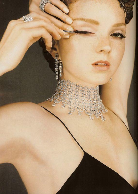 Foto de Lily Cole - Vogue UK, december 2007 (3/6)