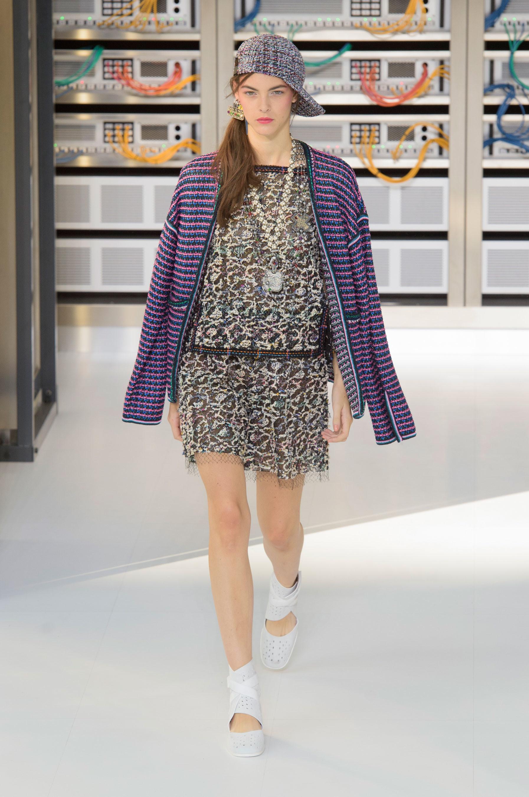 Foto de El regreso al futuro de Chanel en su colección Primavera-Verano 2017 (29/96)
