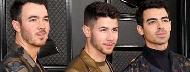 Nick Jonas se baña en bronce con su look para los premios GRAMMY