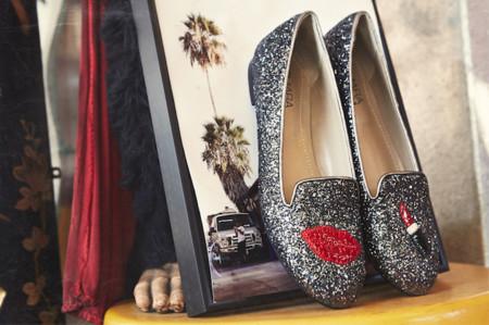 Tener mínimo una colección cápsula de bolsos / zapatos