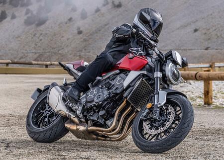La Honda CB1000R se actualiza a Euro5 con algunos cambios estéticos para los mismos 143 CV