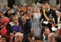 La princesa Letizia sigue fiel a Felipe Varela en la coronación de Guillermo de Holanda