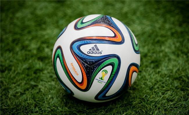 ¿Cómo se ve el fútbol desde un balón? No muy bien, la verdad