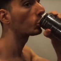 Imagina un hijo bastardo de Jackass y Southpark a tope de Red Bull nacido en un reality : así es el streamer más loco de Internet
