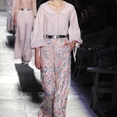 Foto 42 de 61 de la galería chanel-alta-costura-otono-invierno-2012-2013-rosa-gris-brillos-y-nuevo-vintage en Trendencias