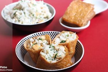 Saquitos de tofu rellenos de arroz y pollo. Receta