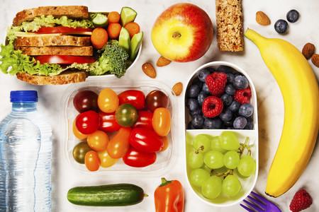 Comer de tupper con seguridad: las claves que te indican cuándo tienes que renovarlos
