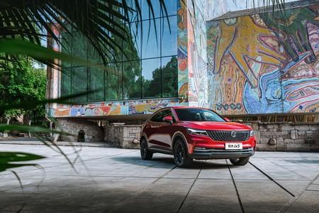 Saluda al DFSK IX5, un SUV coupé chino de tres pantallas con pegatina ECO, por 28.500 euros