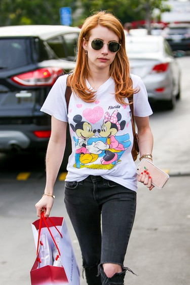Emma Roberts fan de las camisetas de Disney, ¡copia su look!