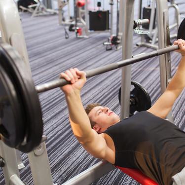 Consigue un pectoral marcado en el gimnasio: tres ejercicios que no te pueden faltar