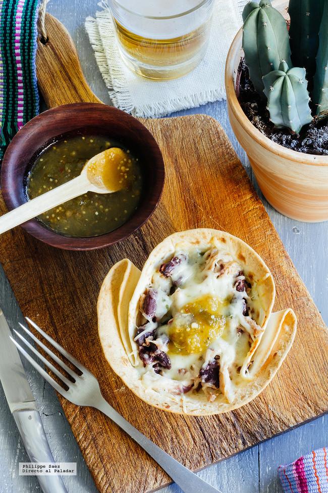 Cazuelitas de pollo con frijoles. Receta mexicana fácil