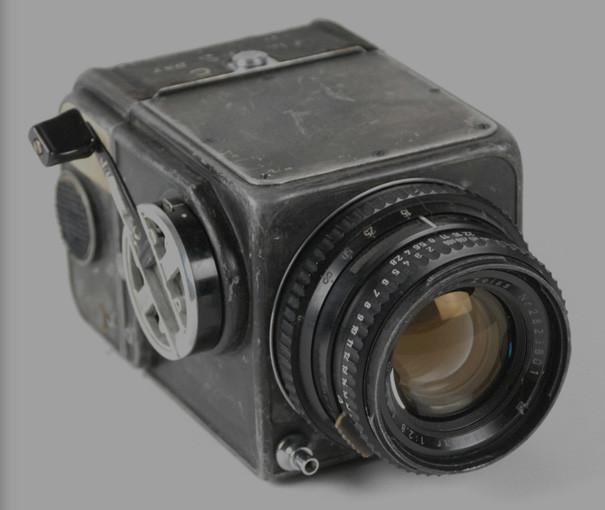 Se subasta la Hasselblad 500C con la que Wally Schirra tomó la primera foto de la Tierra desde el espacio