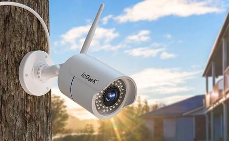Esta cámara de vigilancia exterior resistente al agua es una de las más vendidas de Amazon y hoy la tienes rebajadísima gracias a un cupón de descuento