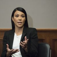 Kourtney Kardashian acude al Congreso Americano para exigir regulaciones en la industria cosmética