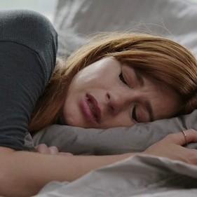 Existe una relación directa entre píldora y depresión (según un gran estudio) y te interesa saberlo antes de tomarla
