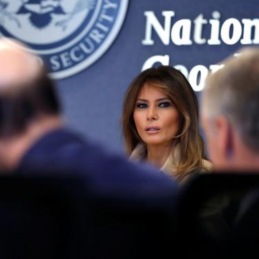 La vuelta de Melania Trump llega con un look muy propio de ella