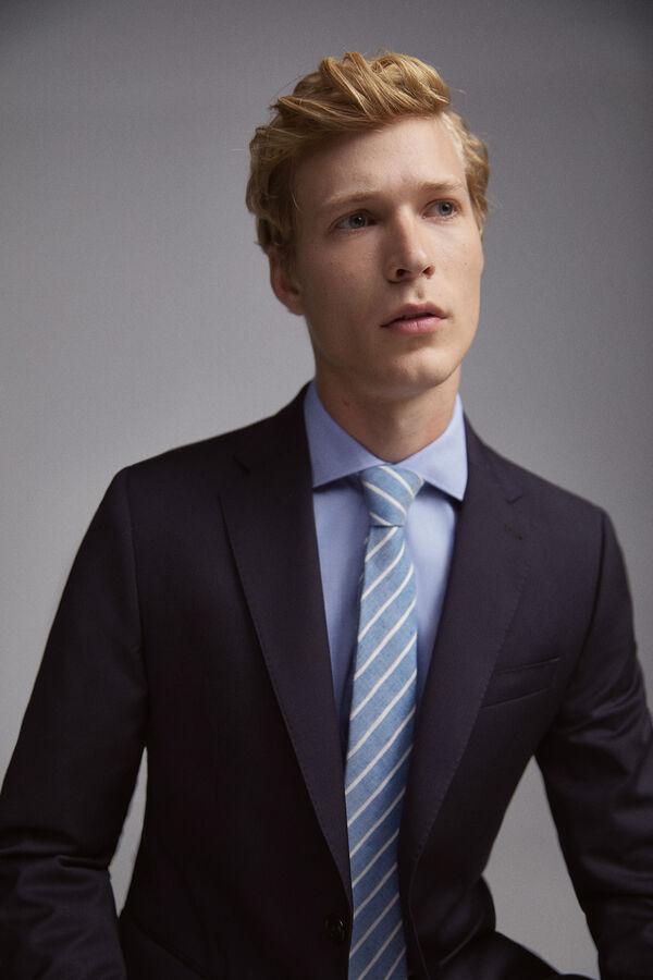 Americana color azul corte tailored