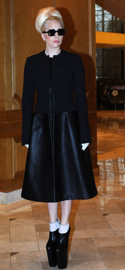 Lady Gaga, (casi) impecable por una vez de Calvin Klein Collection
