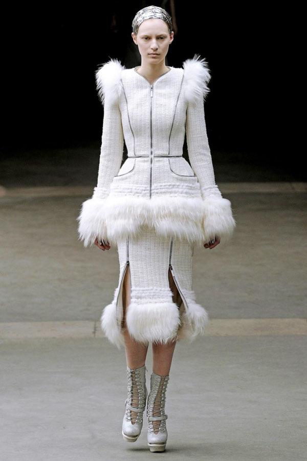 Foto de Alexander McQueen Otoño-Invierno 2011/2012 en la Semana de la Moda de París: Sarah Burton continúa con nota el legado (12/27)