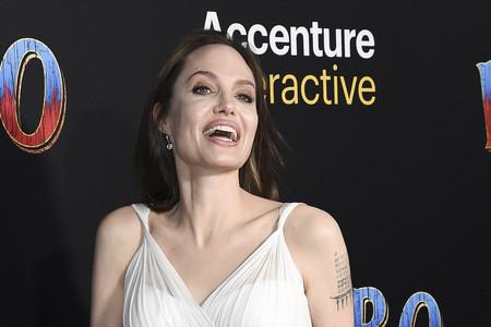 Angelina Jolie vuelve a vestirse de novia, esta vez para asistir al estreno de 'Dumbo' en Los Ángeles