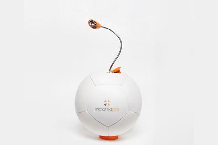 Soccket, una lámpara autosuficiente con la que jugar al fútbol