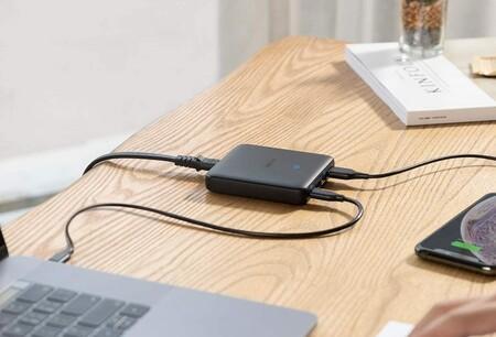 """El multicargador de alto rendimiento Anker PowerPort Atom III es un """"imprescindible"""" para el portátil por 33,99 euros en Amazon"""