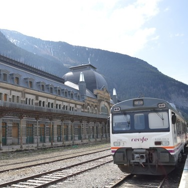 Siete estaciones de tren españolas que deberías conocer